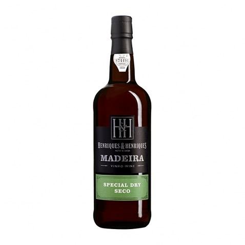Przyjaciele, amigos i moi przyszli goście, z okazji nadchodzącego święta wina 🍇 , które równocześnie ze świętem kwiatów 🌺 odbędzie się w tym samym terminie od 3-27/09/2020 moja firma Madera-Ryszard Baraban jak i grupa Madera mojej żony Ewy oferujemy singlom,  parom  lub rodzinom butelkę wina Madeira naszej ulubionej firmy Henriques& Henriques tym , którzy będą uczestniczyć w moich wycieczkach między  3-27 Września.Podczas wycieczki Zachód będziemy testowali wina właśnie tej firmy w Camara de Lobos.Mieszkając tutaj na bieżąco przekazujemy Wam najaktualniejsze informacje na temat naszej ukochanej wyspy.Serdecznie zapraszamy wszystkich gości, którzy maja zaplanowany pobyt urlopowy na Maderze.Bem-vindo☀️🍇🌺🍷