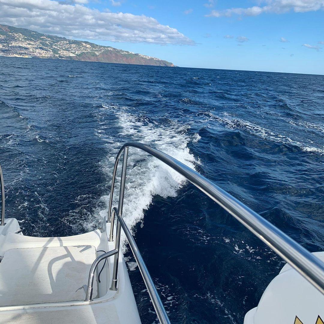 13/01/2021 rejs po Oceanie Atlantyckim na południowym wybrzeżu Madery. Piękna pogoda, słońce i delfiny ☀��