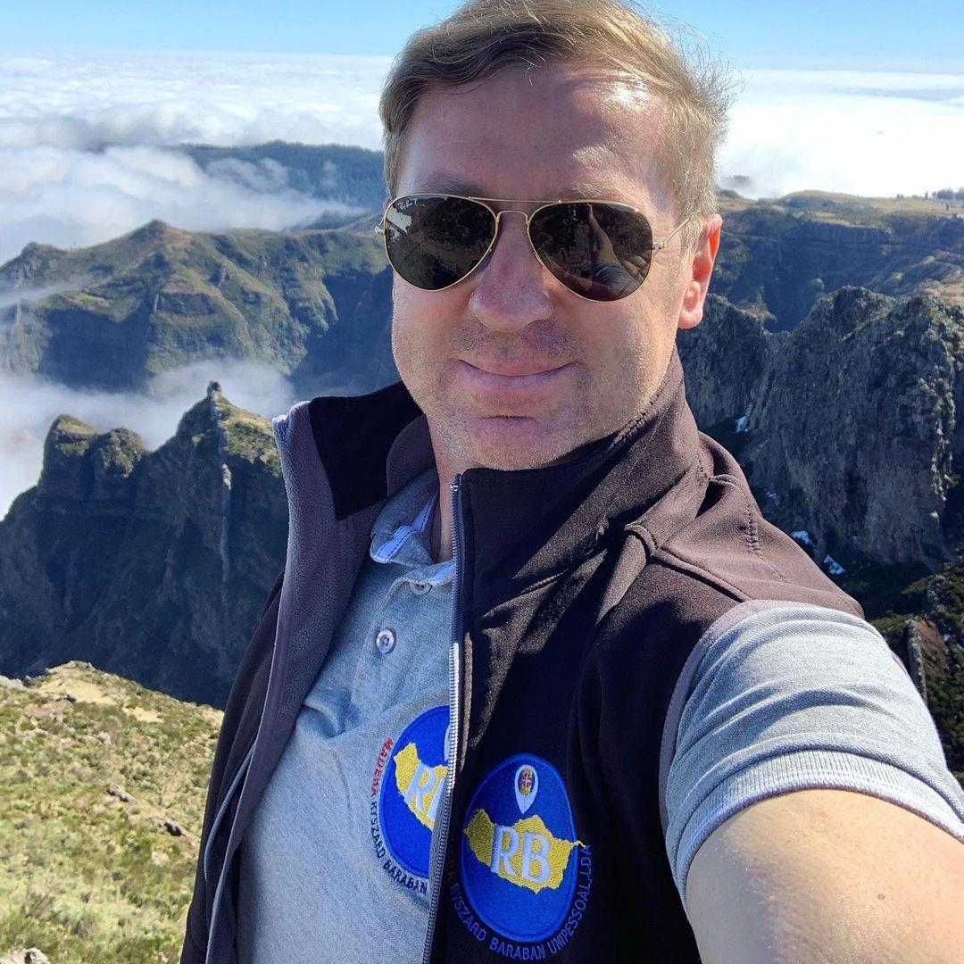 Wycieczki z polskim przewodnikiem po Maderze. Dzisiaj podczas wycieczki Wschodniej dotarliśmy na dach wyspy , gdzie mieliśmy przepiękne zjawisko morza chmur poniżej szczytów. Pico do Arieiro 1810 m