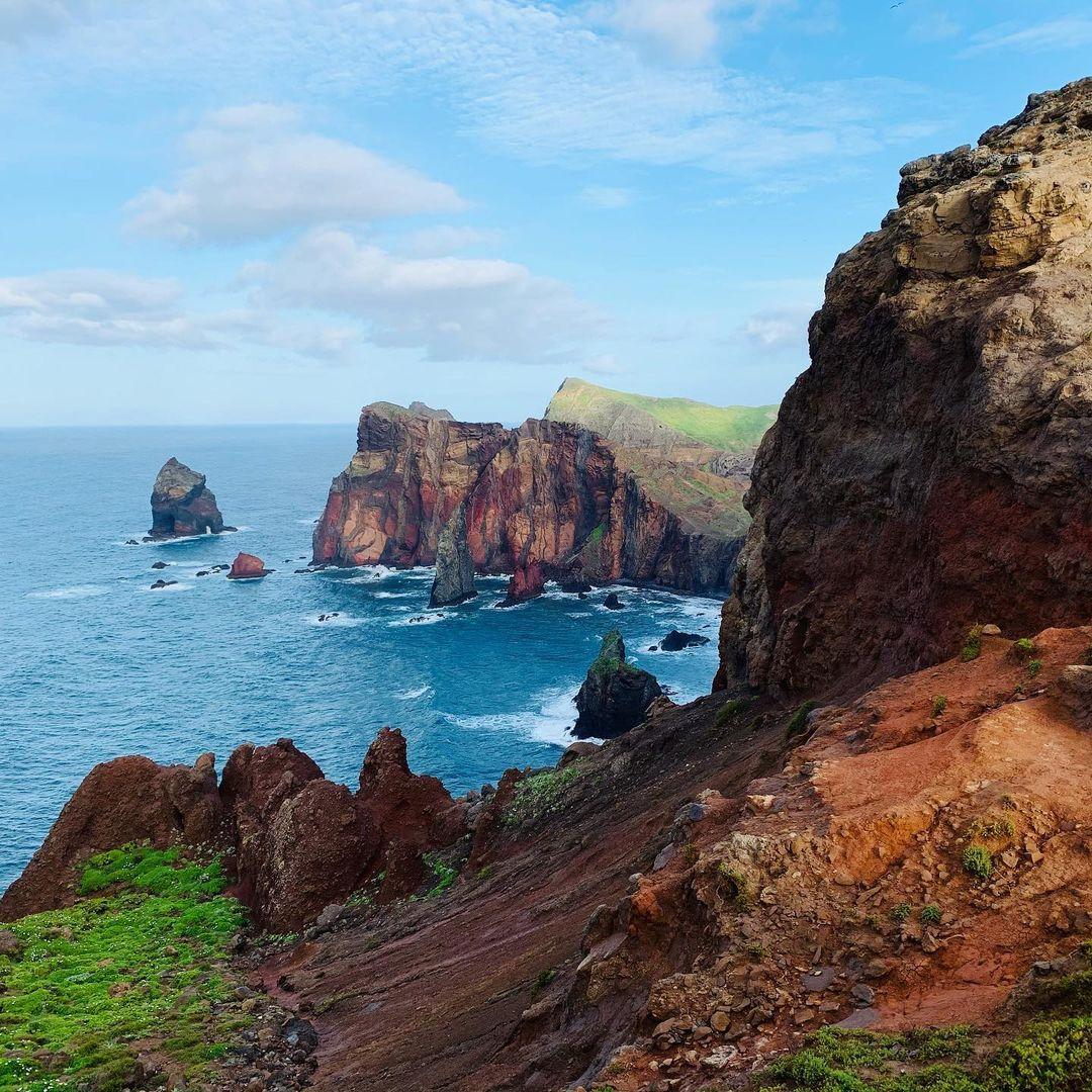 Miradouro Ponta do Rosto (Punkt Twarzy), położony w północnej części półwyspu São Lourenço. Z tego punktu również możemy zobaczyć wyspę Porto Santo.