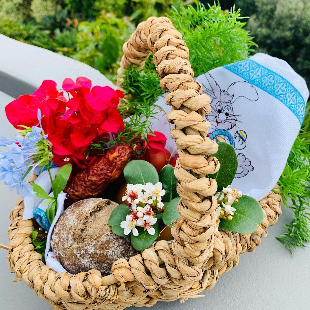 Polska wielkanocna tradycja na Maderze została podtrzymana.Moja żona Ewa przygotowała koszyczek, który został poświęcony przez naszego ulubionego księdza Pedro. Alleluja