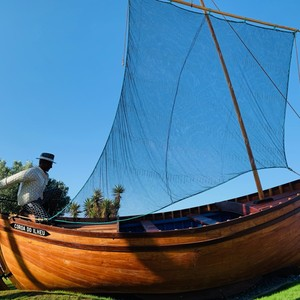 Tradycyjna łódź Xavelha w Camara de Lobos Madeira #maderaryszardbaraban #madeiranowordsneeded #ryszardmadera #madera #polskiprzewodniknamaderze #przewodnik #guide #wycieczki #camaradelobos #boat #travel #portugal #portugalia #polskadziewczyna #polskichlopak